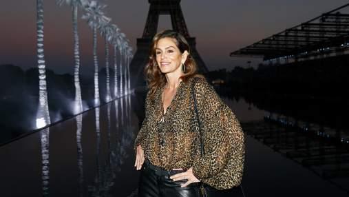 Синди Кроуфорд, Кьяра Ферраньи и Карла Бруни на роскошном показе Saint Laurent в Париже: фото