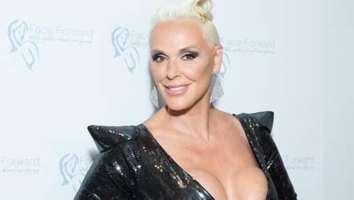 55-річна екс-дружина Сталлоне шокувала мережу квадратними грудьми: фото