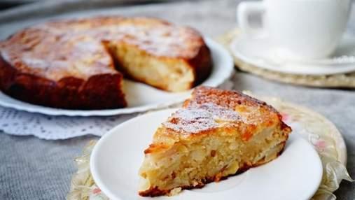 Як приготувати яблучну шарлотку: простий рецепт випічки