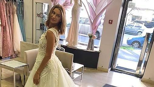 Tayanna несподівано приміряла весільні сукні: фото