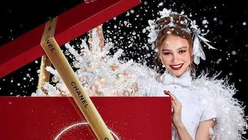 Чудо к Рождеству: парфюм Chanel N°5 вышел в обновленном виде с участием Лили-Роуз Депп