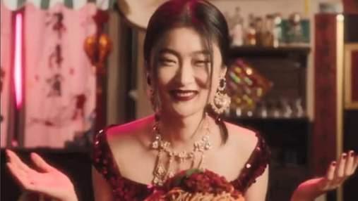 Китайцы обвинили Dolce & Gabbana в расизме: детали резонансного скандала