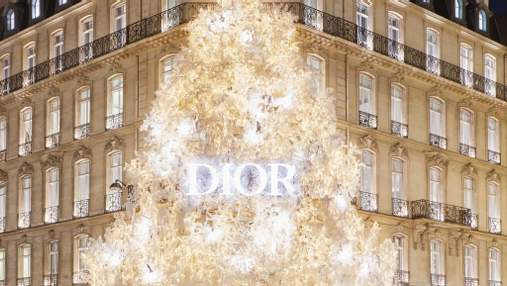 Новогодняя елка от Dior: знаменитый бутик в Париже украсили иллюминацией – видео