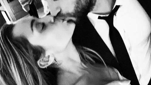 Мама Майли Сайрус показала трогательные фото с тайной свадьбы дочери