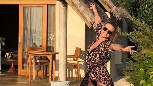 В леопардовой накидке: Леся Никитюк похвасталась стройными ножками