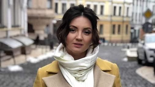 Певица Оля Цибульская навестила своего директора после жестокого избиения: фотофакт