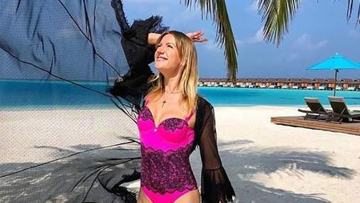 Леся Никитюк примерила атласное платье без белья: пикантные фото