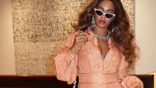 Как носить одежду персикового цвета: пример Бейонсе