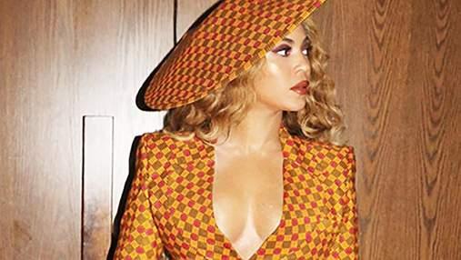 Бейонсе засветила пышную грудь в костюме: горячие фото