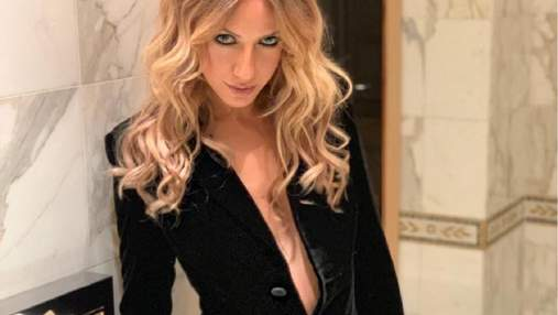В кожаной мини-юбке и с пышным бюстом: провокационный образ Леси Никитюк