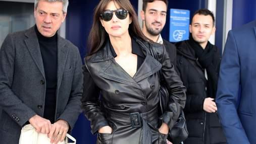 В шкіряному пальті і на підборах: розкішний вихід Моніки  Беллуччі у Мілані