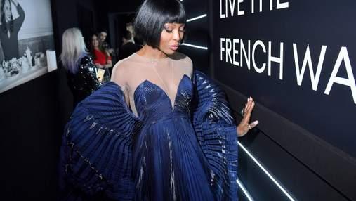 """Жінка-метелик: Наомі Кемпбелл одягнула сукню з """"крилами"""" для вечірки"""