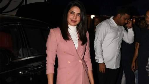 Пріянка Чопра зачарувала стильним вбранням на кінофестивалі в Мумбаї