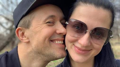 Жена Сергея Бабкина показала округлый живот в атласном платье: фото