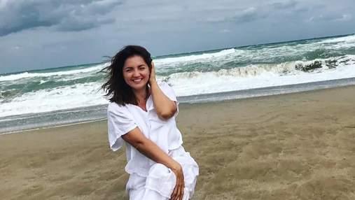 Оля Цибульская засветила стройные ножки на курорте в Анталии