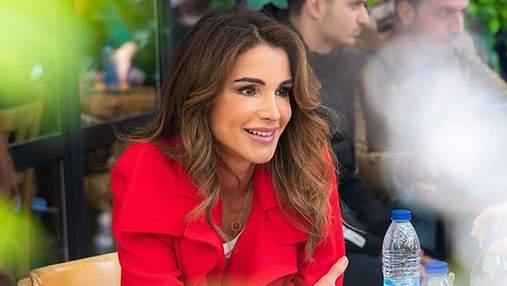 З чим носити класичні штани: два ефектні приклади королеви Йорданії