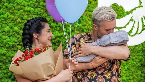 Сергій та Сніжана Бабкіни покинули пологовий будинок: чарівні фото з сином