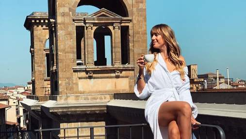 Итальянский отдых: Леся Никитюк засветила стройные ноги в халате