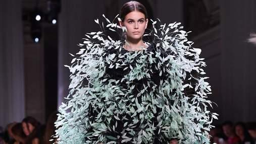 Кайя Гербер приголомшила виходом на показі Givenchy: масштаби і вигляд сукні вражають