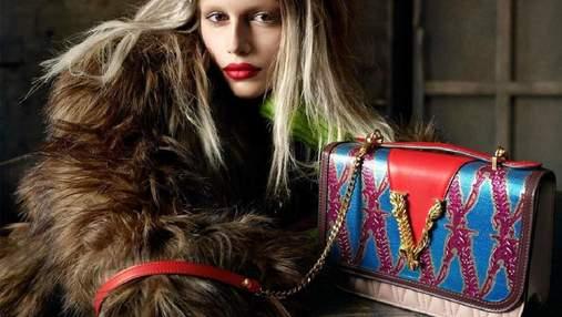 Кайя Гербер появилась в образе блондинки в новом кампейне Versace: фото и видео
