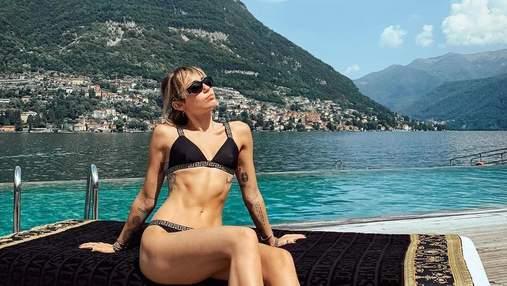 Майли Сайрус хвастается идеальной фигурой на отдыхе в Италии: роскошные фото певицы