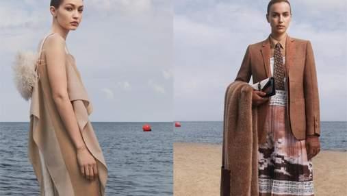 Взрывное комбо на пороге осени: модели Ирина Шейк и Джиджи Хадид снялись в рекламе для Burberry