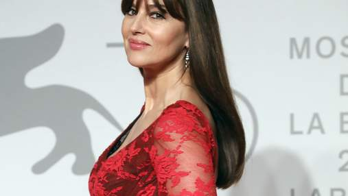Італійки обирають червоний: новий розкішний вихід Моніки Беллуччі на Венеційському кінофестивалі