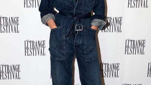Як стильно носити комбінезон з деніму: приклад Моніки Беллуччі