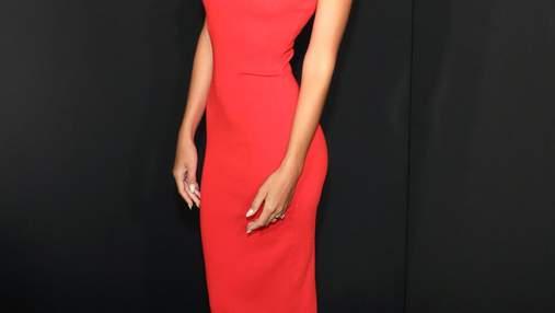 В платье от Zara: Эмили Ратаковски посетила светскую вечеринку в Нью-Йорке – фото