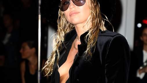 Майли Сайрус появилась на Неделе моды в Нью-Йорке без белья: пикантные фото
