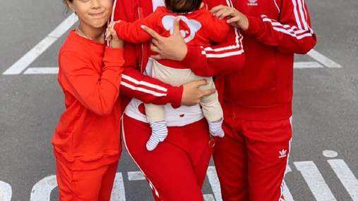 Семейный выход: Снежана Бабкина показала стильное фото с тремя детьми