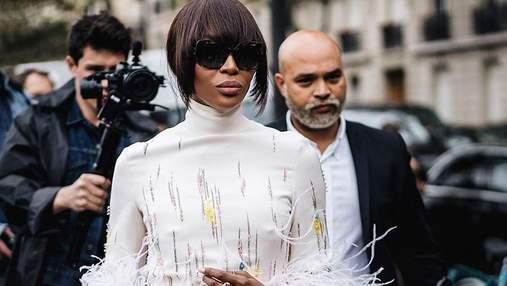 Наоми Кэмпбелл засветила экстраординарный наряд на модном показе в Париже
