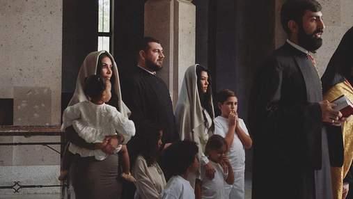 В церкви с покрытой головой: Ким Кардашян показала новые фото с крещения в Армении