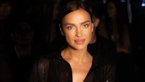 В прозрачной рубашке и ботфортах: Ирина Шейк посетила модный показ в Италии