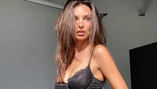 Эмили Ратаковски взбудоражила сеть фотографией с юности: горячее фото 14-летней модели