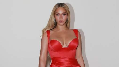 В платьях с глубоким декольте: Бейонсе поделилась сексуальными фото