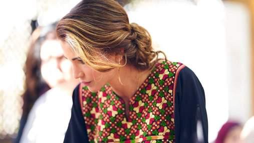 Королева Йорданії обирає сукні з вишивкою: ефектний вихід Ранії