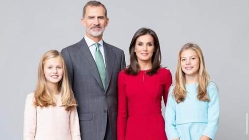 Вражаюче вбрання королеви Летиції на офіційних листівках монаршої родини: фото