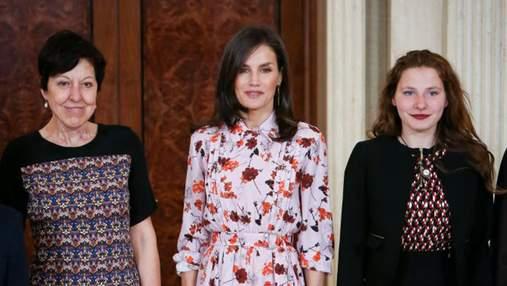 Королева Іспанії зачарувала мережу квітковою сукнею: фото