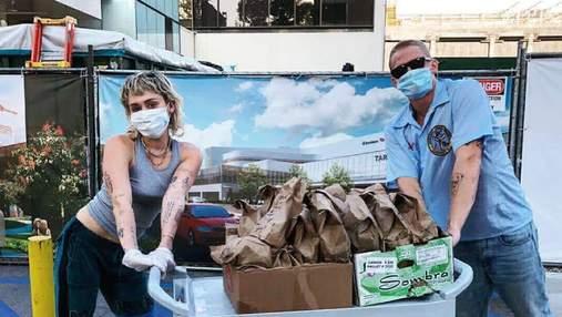 Майли Сайрус с бойфрендом привезли бесплатный обед врачам в Лос-Анджелесе: фото