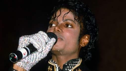 Белую перчатку Майкла Джексона продали за 100 тысяч долларов