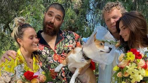 Эмили Ратаковски провела свадьбу на карантине: невестами стали собаки