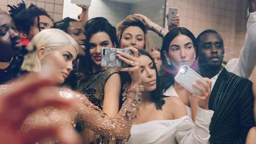 Роскошные крылья и эротические костюмы: как звезды в соцсетях ностальгируют по Met Gala
