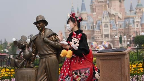После ста дней паузы: в Шанхае открылся Диснейленд – жизнерадостные фото и видео