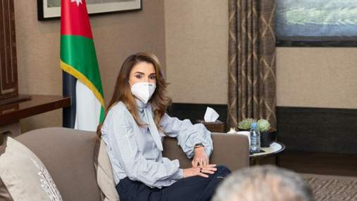 Королева Йорданії продемонструвала бездоганний діловий образ: фото