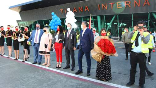 Албания первой в Европе возобновила путешествия: первых туристов встретили торжественно – фото