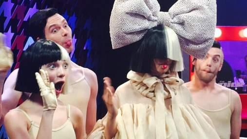 Співачка Sia розповіла, як врятувала 11-річну дівчинку від насильства Гарві Вайнштейна