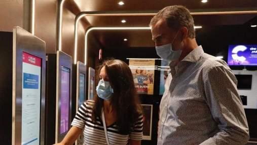 Король та королева Іспанії сходили в кінотеатр: яке вбрання обрала Летиція