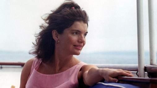 Ополаскивала зубы и ярко красила губы: секреты красоты Жаклин Кеннеди