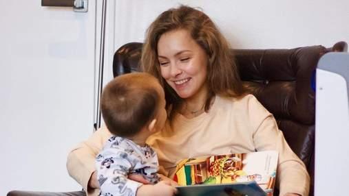 Олена Шоптенко в купальнику поділилась милими кадрами з сином: де відпочиває сім'я